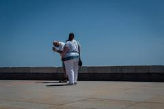 Caorle, 2016 (Antonio_Trogu) Tags: street camera italy woman man seaside couple italia looking streetphotography lungomare veneto caorle 2016 antoniotrogu nikond3100