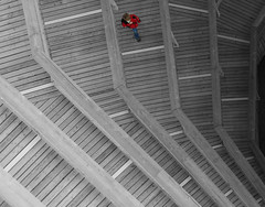 way to go (Wackelaugen) Tags: sc selectivecoloring stripes structure person red canon eos photo photography wackelaugen googlies black white color