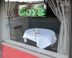Ketchup & Bodyguards (bartholmy) Tags: reflection window café table virginia chair schaufenster richmond va curtains neonsign tablecloth tisch emptyseat spiegelung stuhl peppershaker shockoebottom saltbox salzstreuer pfefferstreuer saltcellar vorhänge leuchtreklame tischtuch