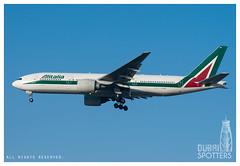 Alitalia Boeing 777-243ER EI-ISO (Ni5han7) Tags: abudhabi alitalia auh boeing777 omaa boeingcommercialairplanes b777243er abudhabiinternational eiiso