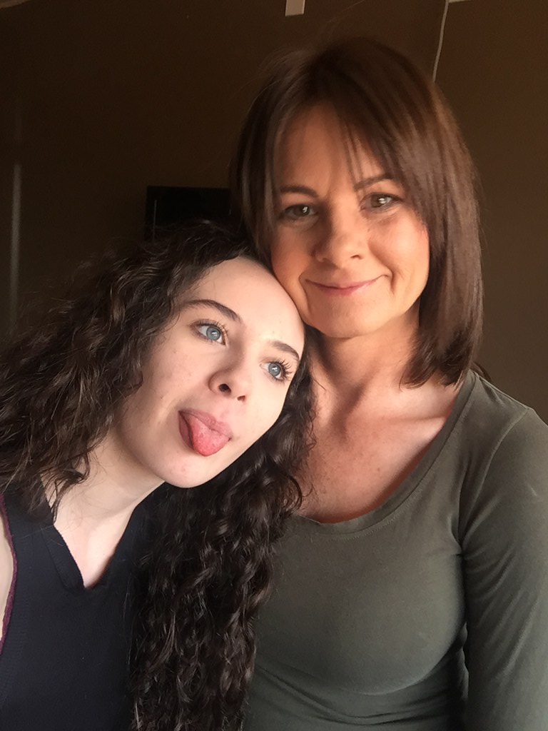 Bad Sexy milf and daughter draw?