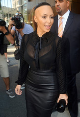 Kim Kardashian2-2012091 (marisabuffagni) Tags: cute look hair kim bare smooth shaved bald style taglio pomo zero clipper capelli scalp macchinetta rasata scalpo tosata pelata rapata khardashian tonsurata