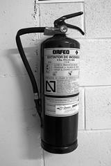 Extintor (Revolver Olviden) Tags: bw white black blanco monochrome y object negro objeto extintor garaje