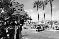 Parking this way (paulwon1) Tags: street blackandwhite streetphotography newportbeach fujifilm fujix100s