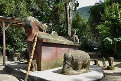 Lake Toba - Radja Sarcophagus (Drriss & Marrionn) Tags: travel sumatra indonesia skull outdoor tomb sarcophagus laketoba radja samosir simanindo ambarita