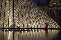 DSC_2521 (Mathieu Rougnon) Tags: wedding sunset paris night french nikon europe shooting capitale mariage pyramide lelouvre parisian d800 parisien rflexion pyramidedulouvre nikkor2470mmf28