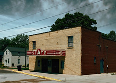 State of Nashville (Pete Zarria) Tags: illinois movietheater cinema film star hollywood noir brick marquee neon sign ticket booth outdoors architecture vanishing