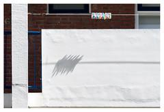 Urban poetry (leo.roos) Tags: shadow schaduw knijpers clothespegs clothespins a99 minolta20028 dayprime day200 dayprime2016 dyxum challenge prime primes lens lenses lenzen brandpuntsafstand focallength fl darosa leoroos