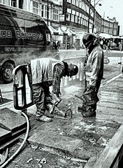 Cutting the pavement (Reinardina) Tags: england menatwork southampton atwork powertools powertool e11