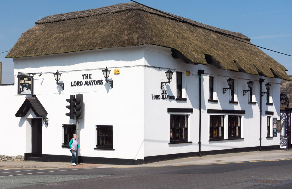 THE LORD MAYORS PUB  IN THE TOWN OF SWORDS REF-103384