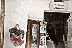 (Daniela Ceddia) Tags: life street travel flowers people italy panorama art love landscape strada italia arte gente time negozio fiori viaggi paesaggi tempo amore viaggio puglia vita artisti alberobello
