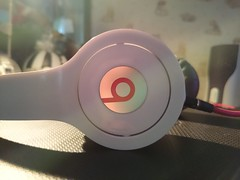 Beats (nikoramusukuwa) Tags: music white amazing sound headphone beats
