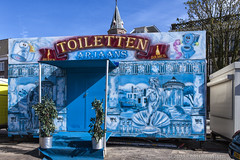 Toiletten (Pieter Musterd) Tags: blue holland canon bathroom blauw nederland thenetherlands toilet denhaag wc canon5d nl paysbas thehague kermis niederlande zuidholland toiletten toiletpot musterd pietermusterd 'sgravenhage canon5dmarkii haagspraak pmusterdziggonl koningskermis
