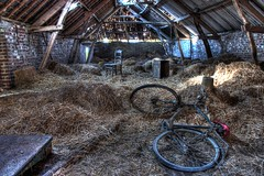 L'au prochain je fais le tour des Flandres (urban requiem) Tags: old urban abandoned bike bicycle lost chair belgium belgique decay farm belgi tapioca exploration bicyclette derelict hdr ferme grange chaise vlo vieux foin verlassen ancien paille grenier urbex abandonn verlaten 600d fermetapioca tapiocafarm