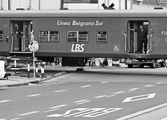 El hombre suburbano (carlos_ar2000) Tags: street trip viaje man argentina train tren calle buenosaires pompeya hombre
