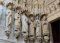 De chaque ct du portail Saint Firmin,  gauche du portail central, se trouvent six grandes statues ; la plupart d'entre elles reprsentent des saints dont les reliques taient exposes chaque anne au-dessus du matre-autel. (Barbara DALMAZZO-TEMPEL) Tags: france statue amiens picardie cathdralenotredamedamiens brasement portailsaintfirmin