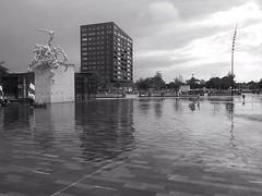 Treinen en zeilen in Emmen (Harm Weitering) Tags: reflection water festival architecture lomo stad emmen kunstwerk reflectie huawei alleskids