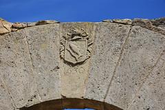 1630 - Castell de la Morana (esta_ahi) Tags: espaa architecture spain arquitectura portal lleida escut peix segarra lrida lasegarra  lamorana torrefetaiflorejacs castelldelamorana ri510006514