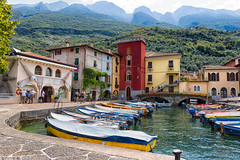 Port / Haven near the mountains? (Steve P Photography) Tags: little rio italy lago di garda gardasee haven harbour habor hafen berge mountains monte baldo 1700hm travel colorful olympics reisen eos canon 6d 2470 mm f4 l red rind green boats boote roter ring fischerdorf fish fisching village malcesine