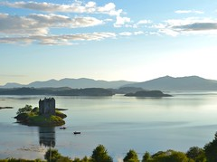 Loch Linnhe castle, Scotland (CortoMaltese83) Tags: lochlinnhecastle scotland scozia uk gb greatbritain lake lago nikon sunset tramonto castello isola landscape lochlinnhe highland castlestalker castle nikonflickraward absolutelystunningscapes