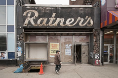 Ratner's (nyperson) Tags: newyorkcity sign closed lowereastside delancey