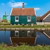 Zaanse Schans - Spiegelung (swissgoldeneagle) Tags: holland reflection green netherlands windmill d750 grün spiegelung gruen zaanseschans noordholland niederlande zaandam windmühle windmuehle