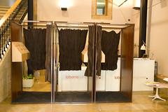 En la imagen se pueden ver las cabinas electorales del Colegio situado en Lobiano Kultur Gunea