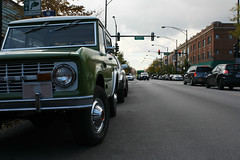 Fjord (Flint Foto Factory) Tags: city november autumn two urban white chicago green fall ford truck vintage illinois cta candy north first bronco suv generation tone brownline ravenswood chicagotransitauthority 1829 2013 sportsutilityvehicle glennsdiner wmontroseave scotsbar