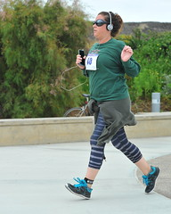 Bringing Up The Rear (Chris Hunkeler) Tags: casual 40 carefree easygoing devilmaycare unconcerned bringinguptherear bib40 120relay