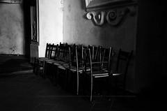 L'angolo dei miscredenti (encantadissima) Tags: enna chiesa sedie sicilia penombre calascibetta nikond7000