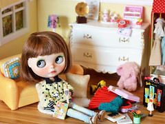 """- """"I want to pack this, this and this..."""" (Moonrabbit_ly) Tags: miniature doll blythe diorama dollhouse blythedoll"""