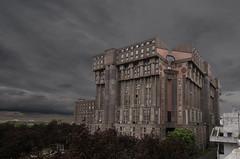 "Gotham city (Marko""76"") Tags: urban france building architecture arc extrieur thtre btiment immeuble palacio bofill ricardobofill noclassique espaces marko76 espacesdabraxas"