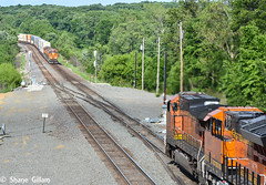 The standoff on the BNSF Marceline Sub. (Machme92) Tags: railroad america nikon tracks rail trains bn american rails ge bnsf railroads atsf railfanning nikom gevo railfans trainmeet transcon trainrace d7200 nikond7200 burligrton