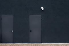 Surveillance (Isengardt) Tags: street door camera wall composition germany deutschland europa europe wand surveillance olympus stadt desaturated bigbrother minimalistic tr kamera komposition omd berwachung em1 fellbach badenwrttemberg klinke minimalistisch thewatch strase 1250mm entsttigt erkundung