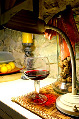Solo bajo la luz vemos... (mike828 - Miguel Duran) Tags: light luz cup glass lamp vintage wine retro mk2 lampara cvf rx100 copavino