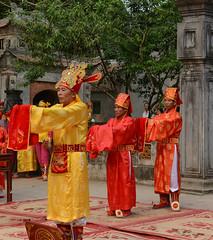 Hoi Truong Yen Festival at Nimh Binh 2016, Vietnam (Simon Caunt) Tags: temple costume ancient traditional capital performance ceremony vietnam reverence custom pageant lu hoa dinh tien honour d800 hoang 2016 dressingupbox nikond800 afsnikkor2470mmf28 kuoniholidays thecompletevietnam