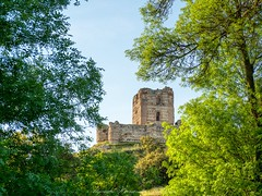 Aulencia Castle (Alejandro Hernández Valbuena) Tags: old blue trees sky green castle del de la spain peak vegetation castillo villafranca villanueva cañada aulencia