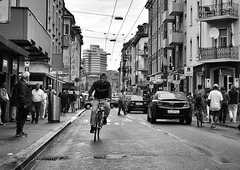 Langstrasse (Thomas8047) Tags: street city people urban bw blancoynegro monochrome photography schweiz switzerland nikon bars flickr candid strasse zurich streetlife streetscene menschen streetphoto zrich velo ch onthestreets radfahrer zri langstrasse brgersteig 2016 stadtleben streetphotographer kreis4 rotlichtviertel stadtansichten fussgnger passanten schwarzundweiss 175528 stadtzrich urbanarte streetpix strassenfotografie d300s streetartstreetlife iamnikon snapseed thomas8047 strassencene zrigrafien zrichstreets hofmanntmecom kinoroland