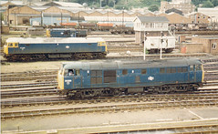 01239 31230 & 47542 Norwich Station 24.08.85 (31417) Tags: norwich 31 ped 47 31230 47542