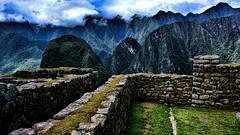 Behind the walls (Miradortigre) Tags: trip travel peru stones construccion machupicchu archeology piedras incas inkas arqueologia 秘魯 marianomantel