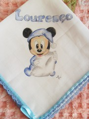 Fraldinha babete Lourenço II (AnnCrafts Artesanato) Tags: baby handmade bib bebé pintadas pintura tecido bibe babetes pinturaemtecido fraldinhadebebé acessóriosdebebé towelbabymouth produtosbebé