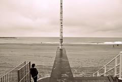 www.unaialberdi.com (UNAI ALBERDI ALONSO) Tags: original light luz persona nikon playa paisaje aire donostia monocromtico