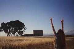(Ferran  Tudela) Tags: nature back film catalunya fuji superia canon a1 super shot uw sky girl ferran tudela