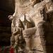 ... e dentro estatuas de Buda