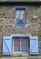Fougres (39) (Silvia Inacio) Tags: fougres bretagne bretanha brittany france frana window janela flowers flores