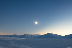 Svalbard - Soleil noir sur la glace -3- (jf garbez) Tags: sky sun moon snow ice norway montagne lune soleil solar eclipse norge nikon europa europe svalbard relief ciel valley planet neige nikkor blacksun mont spitsbergen vénus glace nationalgeographic solareclipse vallée norvège planète d600 24120mm spitzberg soleilnoir nikond600 eclipsesolaire nikonpassion sassendalen eclipsedesoleil nikkor2401200mmf4
