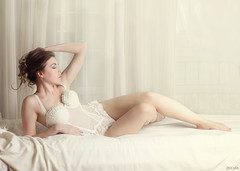 Ania (Pablo Caas) Tags: light portrait woman sexy art pose hair model glamour modeling retrato interior posing ania lingerie sensual eros sensuality mirada belleza pelo beautifull erotismo lencera ertica modelingfashion