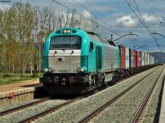 335 (firedmanager) Tags: train tren diesel zaragoza locomotive locomotora freighttrain emd 335 mercancías vossloh €4000 emd16710gct2