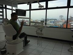"""San José: Mister J chez le dentiste. On paie surement pour la vue... <a style=""""margin-left:10px; font-size:0.8em;"""" href=""""http://www.flickr.com/photos/127723101@N04/26825171976/"""" target=""""_blank"""">@flickr</a>"""