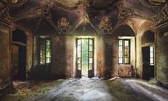 Die Tr zum Hof (Nils Grudzielski) Tags: urban house abandoned lost alt decay leer style indoor forgotten villa verlassen urbex abandonedplaces marode vergessen verfallen lostplaces